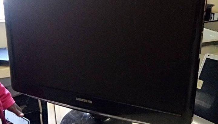 Samsung 23′ Monitor