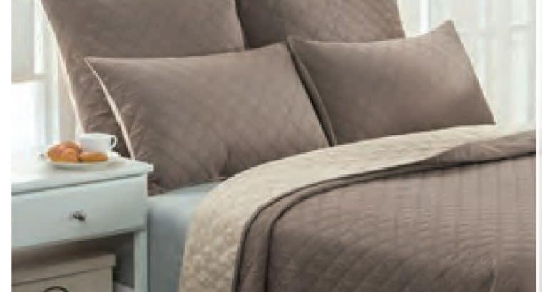 Quilt and 2 standard pillows
