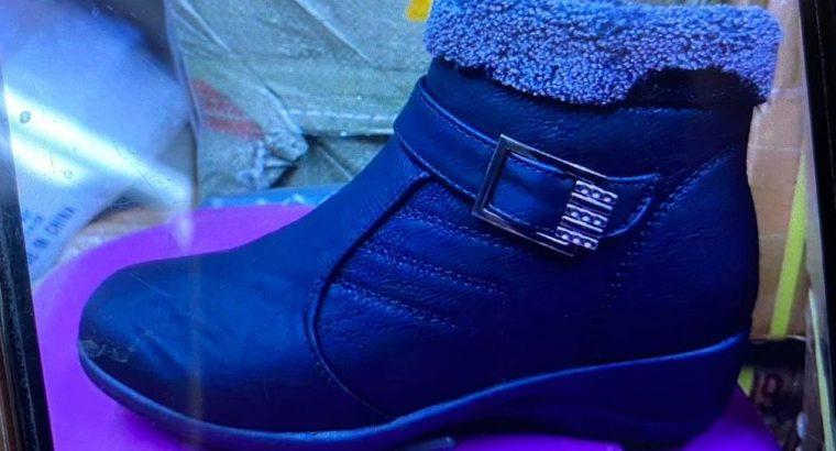 Ladies winter boots kiddie gloves